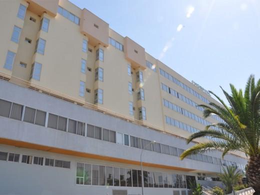 El Hospital Virgen de la Victoria de Málaga incorpora la terapia fotodinámica para el tratamiento de lesiones de la piel