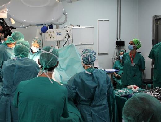 El Hospital Virgen de la Victoria incrementa la actividad quirúrgica un 25%