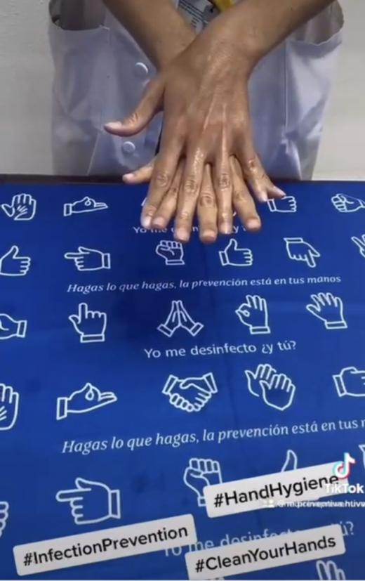 Profesionales del Hospital Virgen de la Victoria participan en un video