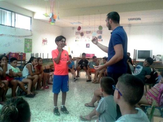 Profesionales del Hospital Regional de Málaga dan consejos a menores