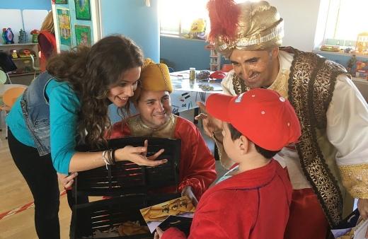 La Caravana de la Salud de 'El Club de La Banda' ha visitado hoy a los menores