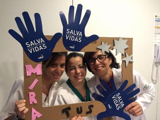 Profesionales en el photocall del Día Mundial de la Higiene de Manos