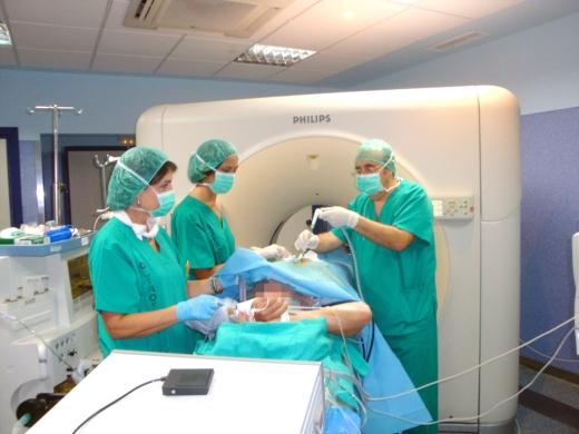 Un paciente, durante uno de los tratamientos llevados a cabo en radiología