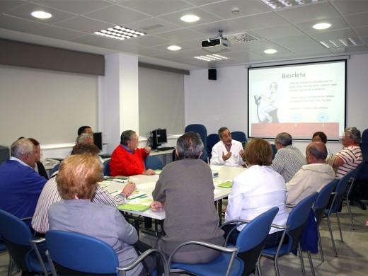 Un grupo de pacientes participan en uno de los talleres