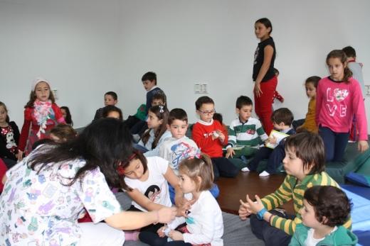 Menores con dermatitis atópica asisten a un taller de educación terapéutica