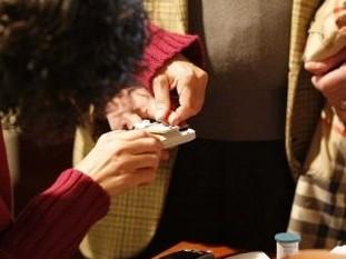 Los pacientes toman muestra de glucemia en su casa y mandan los datos al Clínico