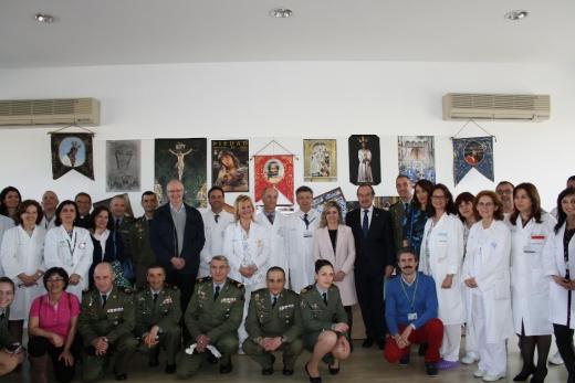 Personal del Hospital Materno junto con militares en la visita realizada