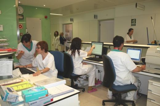Profesionales de Enfermería utilizando el nuevo programa